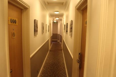 Corredor de um dos pisos do hotel